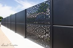 Brand Conception, claustra aluminium thermolaqué avec découpe laser
