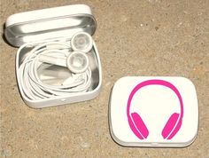 Recycled Altoid tin to keep earphones in