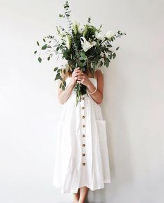 flower love | spring vibes | bunch of flowers | spring inspiration | springtime | summer dress | Fitz & Huxley | www.fitzandhuxley.com