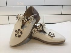 bd03eb305673 White and Brown flower dress shoes girls size Easter Wedding Bedazzeled