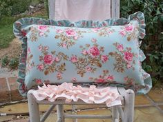 Summer's Garden Collection Cottage Style Decor, Small Room Decor, Pip Studio, Pillow Talk, Summer Garden, Femininity, Vintage Floral, Fabric Patterns, Pink Roses