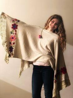 Poncho Sol bordado Bell Sleeves, Bell Sleeve Top, Hand Embroidery Stitches, Kimono Top, Handmade, Macrame, Women, Fashion, Cape Clothing