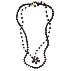 Turn up the volume on your daisy chain style with this necklace and its extra strand of black pearls.
