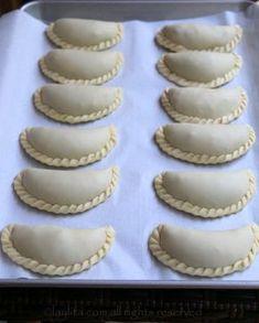 How to make empanadas dough for baking. Easy recipe with step-by-step photos for homemade empanada dough. Dessert Empanadas Recipe, Empanadas Recipe Dough, Baked Empanadas, Empanada Dough, Mexican Empanadas, Mexican Food Recipes, Dessert Recipes, Recipes Dinner, Masa Recipes
