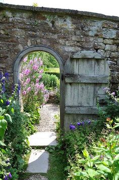 Haus und Garten I want a garden with a door like this. The Secret Garden is still one of my favorite The Secret Garden, Secret Gardens, Garden Entrance, Garden Doors, Garden Gate, Garden Archway, Garden Trellis, Garden Bed, Garden Cottage