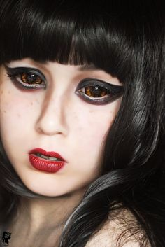 These sclera lenses are spectacularly goldish brown. They are perfect for Halloween looks. Phantasee Morbius sclera lenses are full eye lenses, 100% opaque and strongly pigmented.