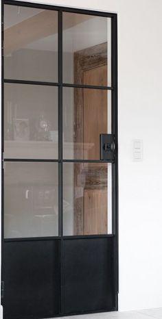 Deuren - D'Hondt. Opgelet: bestel deze deur niet bij D'Hondt, tenzij je 3 maanden vertraging, gebrekkige communicatie en afgrijselijke afwerking appreciëren kan.
