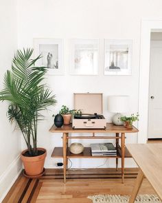 my scandinavian home: Relaxed Southern Style Meets Scandinavian Minimalism in a Florida Home Apartment Living, Home And Living, Modern Living, Minimal Apartment, Modern Room, Simple Living, Living Room Decor, Bedroom Decor, Bedroom Ideas