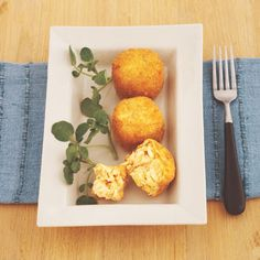 Soups and Starters for your Cooking Chef - Classic Salmon Fish Cakes Fish Cakes Recipe, Fish Recipes, Great Recipes, Summer Recipes, Favorite Recipes, Cod Fish Cakes, Salmon Fish Cakes, Cooking Chef, Easy Cooking