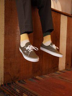 Boy Shoes, Skate Shoes, Vans Shoes, Aesthetic Shoes, Brown Aesthetic, Skater Boys, Vans Old Skool, Vans Classic, Lace Tops