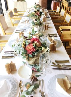 #setremarinabiwako#novarese#vressetrose #wedding#vintage#tablecoordinate#table#natural #Flower #Bridal#セトレマリーナびわ湖 #ノバレーゼ# ブレスエットロゼ #ウエディング#ビンテージ#シンプル #流しテーブル #テーブルコーディネート #ナチュラル#ブライダル#結婚式 Table Centerpieces, Wedding Centerpieces, Wedding Bouquets, Wedding Ceremony Decorations, Flower Decorations, Table Decorations, Dinner Table, A Table, Natural Wedding Flowers