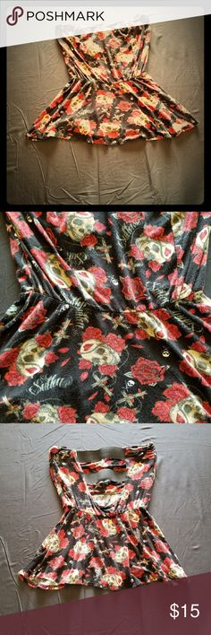 Sullen tube top Size small(runs small) Sullen brand tube top. Does have slight pilling. Metal Mulisha Tops