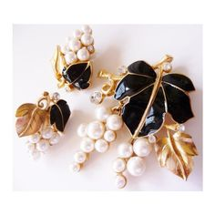 Kunio Matsumoto for Trifari grapes and leaves brooch and earrings Very... ($385) ❤ liked on Polyvore featuring jewelry, earrings, trifari, leaves jewelry, trifari jewelry, leaf jewelry and trifari earrings