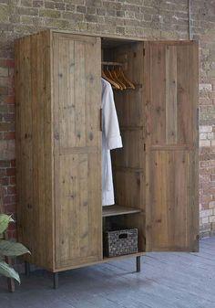 Die besten 25 palettenschrank ideen auf pinterest paletten kleiderschrank diy kleiderschrank - Kleiderschrank aus paletten ...
