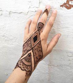 modern mehndi for hand