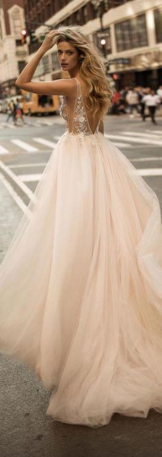 ในวันแต่งงานเจ้าสาวจะต้องดูโดดเด่นเป็นที่สุด ชุดแต่งงานถือว่าเป็นส่วนสำคัญที่จะดึงความโดดเด่นขอ
