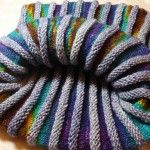 """Cowlio – dickes Ding – Strick – Ideen Material yarn in sock wool I used: twisted fifties in """"favorite jeans"""" from dibadu and merino yarn from inclusio in the Peac dyeing… Cast Off, Chunky Yarn, Knitting Projects, Knitting Ideas, Knitting Patterns, Pli, Knitting For Beginners, A Christmas Story, Baby Knitting"""