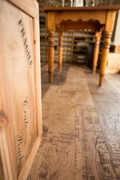 Carving Grunge I, Oak plank in construction. Cracks, branch knots & splay knots are highlighted with black putty Natural Wood Flooring, Hardwood Floors, Natural Structures, Wood Surface, Plank, Contemporary Design, Grunge, Carving, Knots