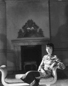 summers-in-hollywood: Anna May Wong, Photo by Paul. Old Hollywood Glamour, Vintage Glamour, Vintage Hollywood, In Hollywood, Hollywood Actresses, Hollywood Homes, Classic Hollywood, Vintage Ladies, Silent Film Stars