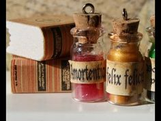 DIY Harry Potter Potions tutorials for American Girl Hogwarts theme. There are quite a few videos for the various potions. ((or pharmacy? Harry Potter Halloween, Harry Potter Diy, Natal Do Harry Potter, Harry Potter Potions, Harry Potter Christmas, Harry Potter Facts, Bottle Charms, Clay Charms, Bottle Necklace