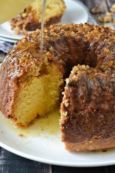 An easy homemade recipe for moist and delicious Rum Cake with topped with Butter Rum Glaze perfect for any holiday or occasion! Köstliche Desserts, Delicious Desserts, Dessert Recipes, Cuban Desserts, Frosting Recipes, Health Desserts, Plated Desserts, Salad Recipes, Cupcakes