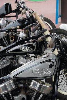 6 Simple and Modern Ideas: Harley Davidson Party Girl harley davidson crafts etsy.Harley Davidson Home Decor How To Make harley davidson dyna red. Harley Davidson Knucklehead, Harley-davidson Sportster, Harley Davidson Custom Bike, Harley Davidson Tattoos, Harley Bobber, Classic Harley Davidson, Harley Davidson Chopper, Bobber Chopper, Harley Davidson Street