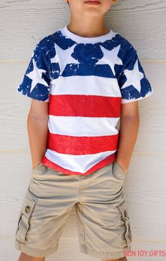 DIY American flag shirt for kids to make. This is an easy patriotic craft for of July, Memorial Day or Flag Day. Patriotic Shirts, Patriotic Crafts, July Crafts, Summer Crafts, Holiday Crafts, Summer Fun, Summer School, Holiday Fun, Fourth Of July Shirts For Kids