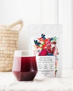 SKIN BERRIES - TO GLOW by Unique Muscle is a berry blend full of antioxidants, vitamins and minerals to help you glow from the inside out to improve overall skin health. Beauty Boost, Antioxidant Supplements, Anti Oxidant Foods, Beetroot Powder, Acne Cream, Soy Products, Healthy Nails, Vegan Beauty, Natural Flavors