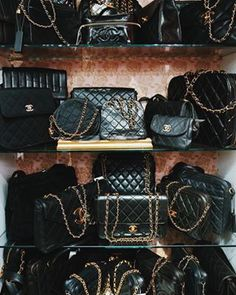 We are an Amsterdam based company which sells vintage luxury designer bags and accessories from brands like Chanel, Louis Vuitton and Gucci. Vintage Chanel Bag, Vintage Purses, Vintage Bags, Vintage Handbags, Chanel Chanel, Coco Chanel Bags, Chanel Bag Black, Chanel Outfit, Chanel Fashion Show