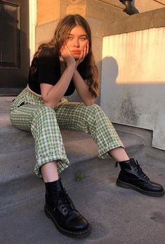 Vintage outfits Nail Polish nail polish looks Vintage Outfits, Retro Outfits, Cute Casual Outfits, Flannel Outfits, Edgy Outfits, Fashion Vintage, Best Outfits, Cute Grunge Outfits, Paris Outfits