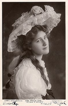 Phyllis Dare (1890-1975) - English singer and actress, famous for her performances in Edwardian musical comedy and other musical theatre in the first half of the 20th century. Photo from 1906