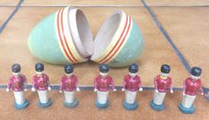 SET-OF-SEVEN-VINTAGE-WOODEN-TOY-SOLDIERS-IN-AN-OLD-WOODEN-EGG