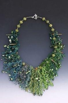 Collar Leah Henriquez Ready.  utilizando Granos de  semilla, perlas, Cristales,  madre-de-perla, jade.