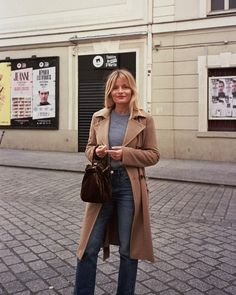 The French Fall Wardrobe - - Learn how to dress like a Parisian with our seven-piece French-girl fall capsule wardrobe. Parisian Style Fashion, French Fashion, Uk Fashion, Dress Like A Parisian, French Outfit, French Girl Style, French Girls, Fall Capsule Wardrobe, Wardrobe Staples