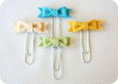 Super cute felt bow paperclip bookmarks..great use of felt scraps!