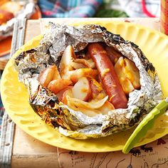 GRILL 350 TO 375 25 MIN!BBQ Hot Dog & Potato Packs Recipe -For these nifty foil packs, small hands make quick work of topping potato wedges with a hot dog, onions and cheese. Foil Packet Dinners, Foil Pack Meals, Foil Dinners, Foil Packets, Grilling Recipes, Cooking Recipes, Oven Cooking, Lunch Recipes, Peru