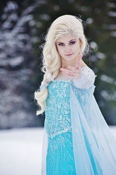 Disney Frozen Elsa cosplay