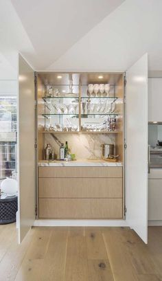 You'll be able to add worth to your private home or apartment and get additional enjoyment by including a house minibar. There are all kinds of offers. Diy Home Bar, Bars For Home, Mini Bar At Home, Bar Interior, Interior Modern, Kitchen Interior, Kitchen Bar Design, Kitchen Decor, Kitchen Bars