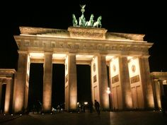 Things to do in Berlin? What about the TOP 10 things to do in Berlin? Including cool insider tips from a local perspective to make your experience even better! Here are the highlights & the must sees. The must dos & the can't miss. AND I have even more tips for you including some things to do in Berlin you only can do in Berlin!