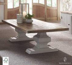 Eksklusivt, stort og lekkert Raffles spisebord produsert i eik. Bordet måler hele 240 cm x 100 cm og har en pen fargekombinasjon med hvitt understell og naturfarget bordplate. Dette er et tungt,