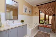 3 Bedroom House for sale in La Lucia - Durnford - Kwazulu Natal, 3 Bedroom House, Alcove, Bathtub, Home, Standing Bath, Bathtubs, Bath Tube, Ad Home