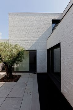Casa Patio VW by Areal Architecten Brick Facade, Facade House, Brick Cladding, House Facades, House Exteriors, Brick Architecture, Residential Architecture, Minimalist Architecture, Facade Design