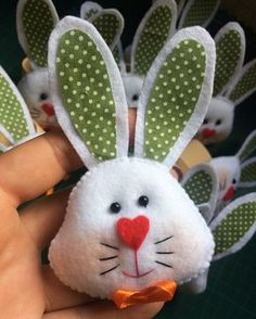 Image may contain: 1 person, plant Easter Projects, Craft Projects For Kids, Sewing Projects, Bunny Crafts, Felt Crafts, Easter Crafts, Felt Decorations, Felt Patterns, Felt Dolls