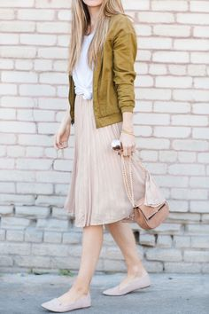 modest fashion Merricks Art // Style + Sewing for the Everyday Ways to Style a Midi Skirt Modest Outfits, Modest Fashion, Skirt Fashion, Trendy Fashion, Spring Fashion, Casual Outfits, Fashion Outfits, Fashion Trends, Fashion Tips