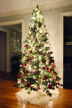 Young House Love | It�s Beginning To Look A Lot Like Christmas | http://www.younghouselove.com