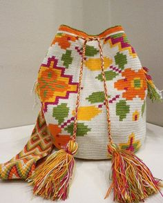Wayuu bag Crotchet Bags, Knitted Bags, Loom Knitting, Knitting Patterns, Crochet Patterns, Tapestry Bag, Tapestry Crochet, Homemade Bags, Mochila Crochet