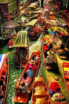 Thailand floating market. Damnoen Saduak in Bangkok