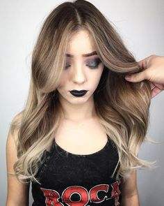 pony frisur lange haare mittelscheitel 20 Hair Styles that are Easy to Apply for Round Faces # Center Part Hairstyles, Hairstyles With Bangs, Straight Hairstyles, Easy Hairstyles, Formal Hairstyles, Long Wavy Hair, Long Layered Hair, Selena Gomez, Medium Hair Styles