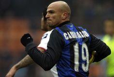 Chelsea, Manchester United, Everton dan Tottenham. Semua tim elite tersbut sama-sama mengincar Esteban Cambiasso dari Inter Milan. #NexSoccer