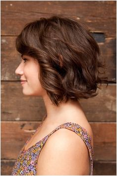 The length of the sexy layered razor hairstyle hair is jagged cut and it nearly reaches the shoulder. Leave only long layers cut round the edges in order to make the hairstyle softer and tender. Wispy bangs place wonderfully on the forehead to frame the top of your face and make the low-fuss medium straight[Read the Rest]